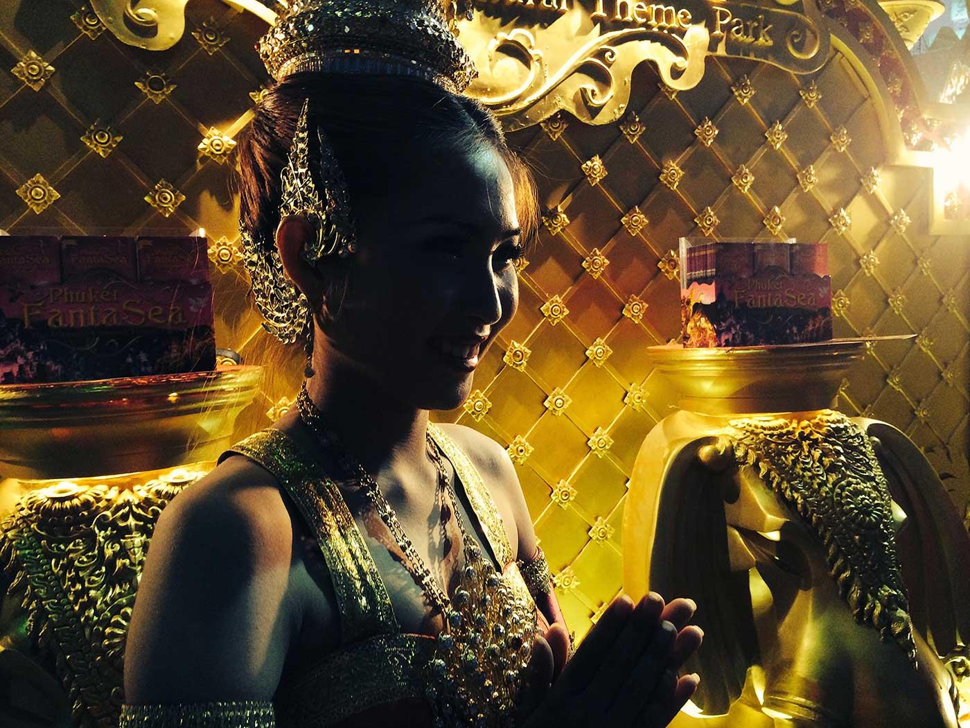 Güzel Tay kızı, Phuket Old Town