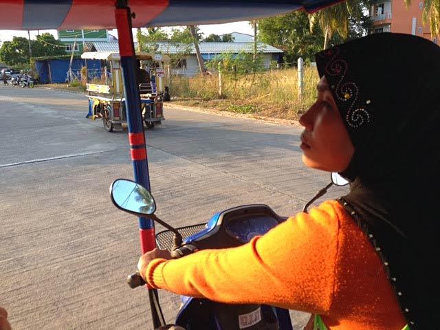 Koh Lanta'daki Tuk Tuk şoförümüz