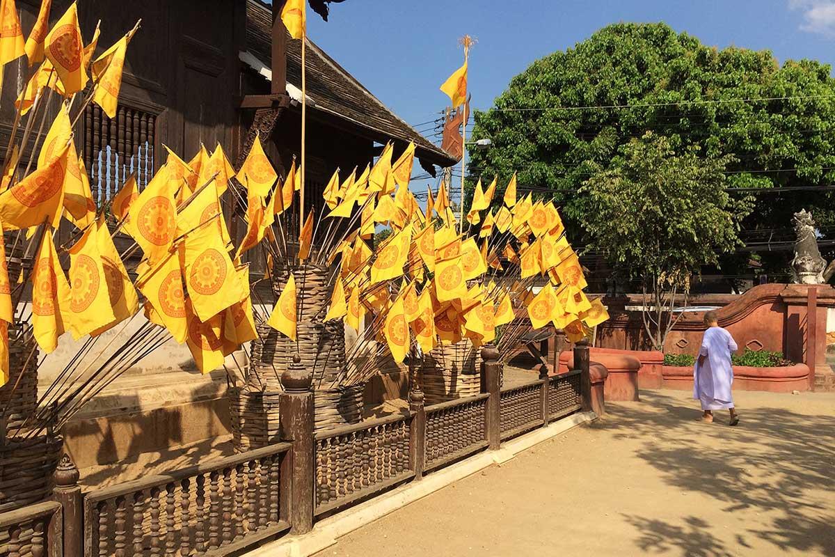 Chiang Mai 'da rengarenk bir tapınak