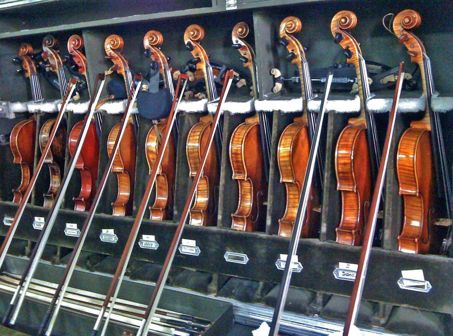 Kutularına kaldırılan enstrümanlar