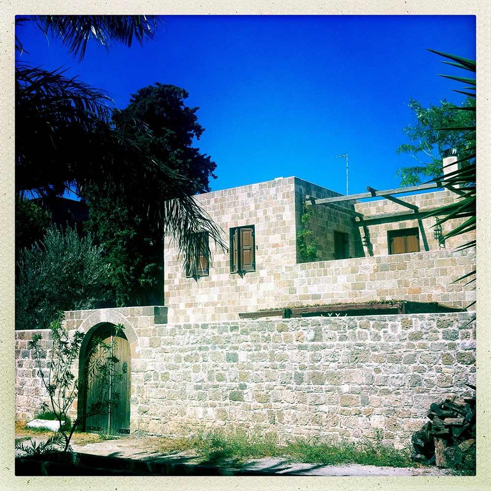Rodos eski şehirde bir ev. Rodos gezi rehberi