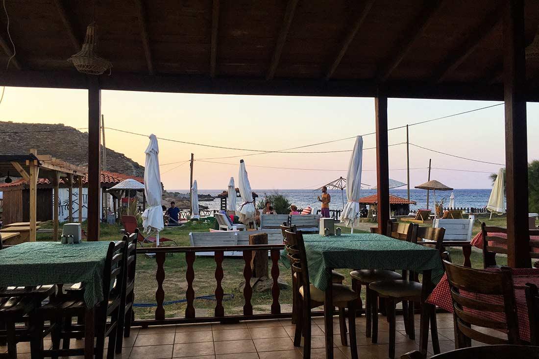 Yıldız Koy restoranından manzara. Gökçeada'da Kamp yerleri