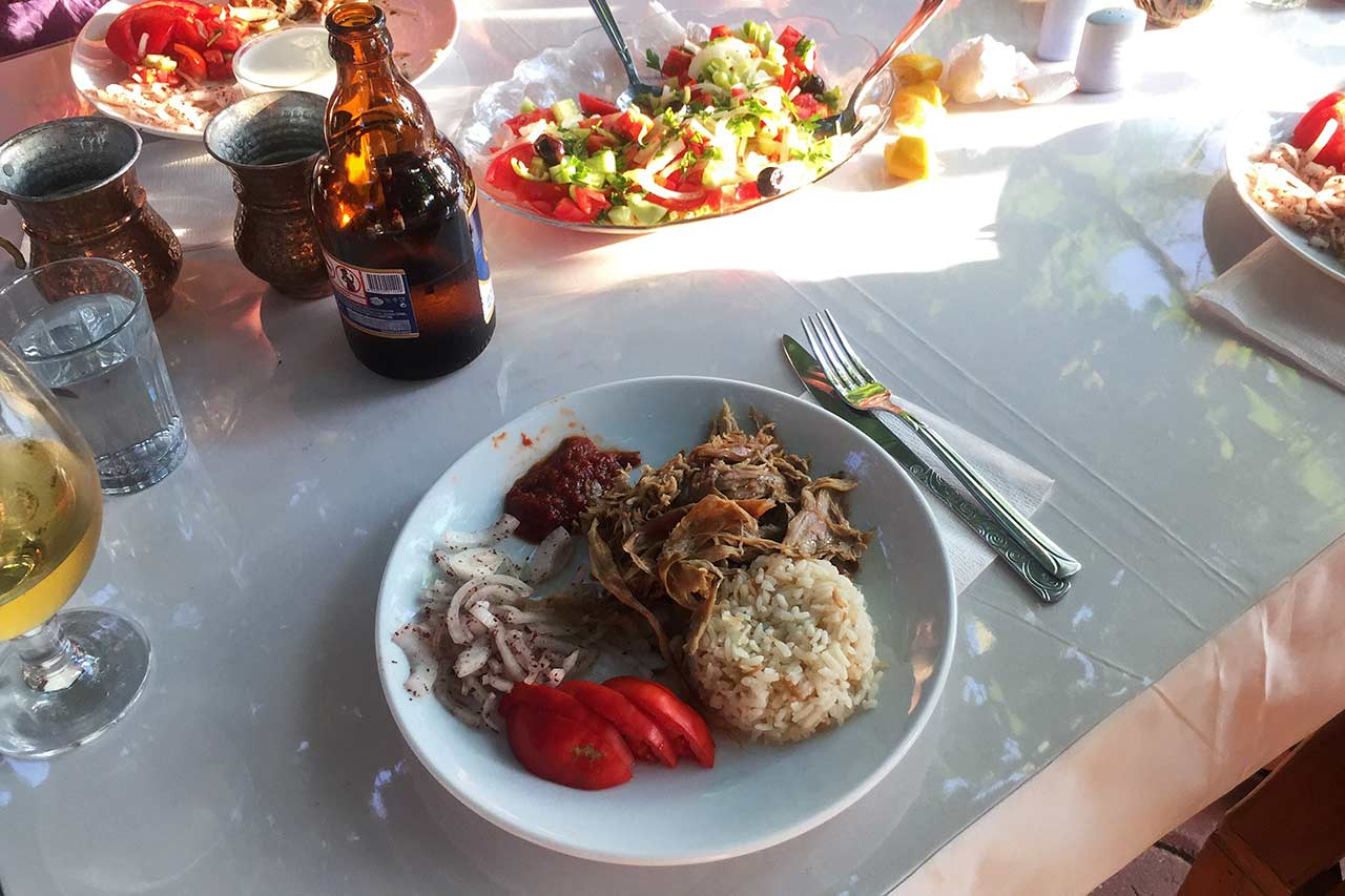 Gökçeada Yörük Çadırı Restoran, Gökçeada'da oğlak tandır.