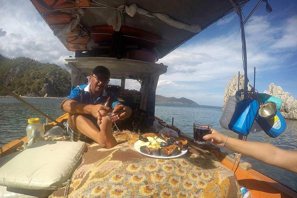 Balıkçı Kenan'ın teknesinde, Olimpos. Mutluluğun formülünü biliyor musunuz?