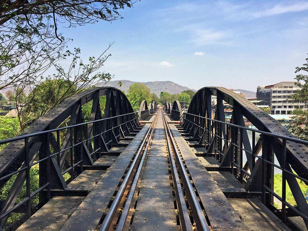 Kwai Köprüsü, arabayla Tayland