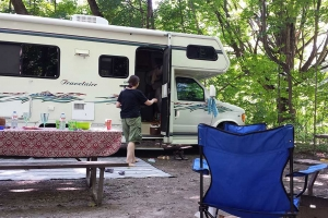 Ontario Bass Lake'de Karavanla Kamp