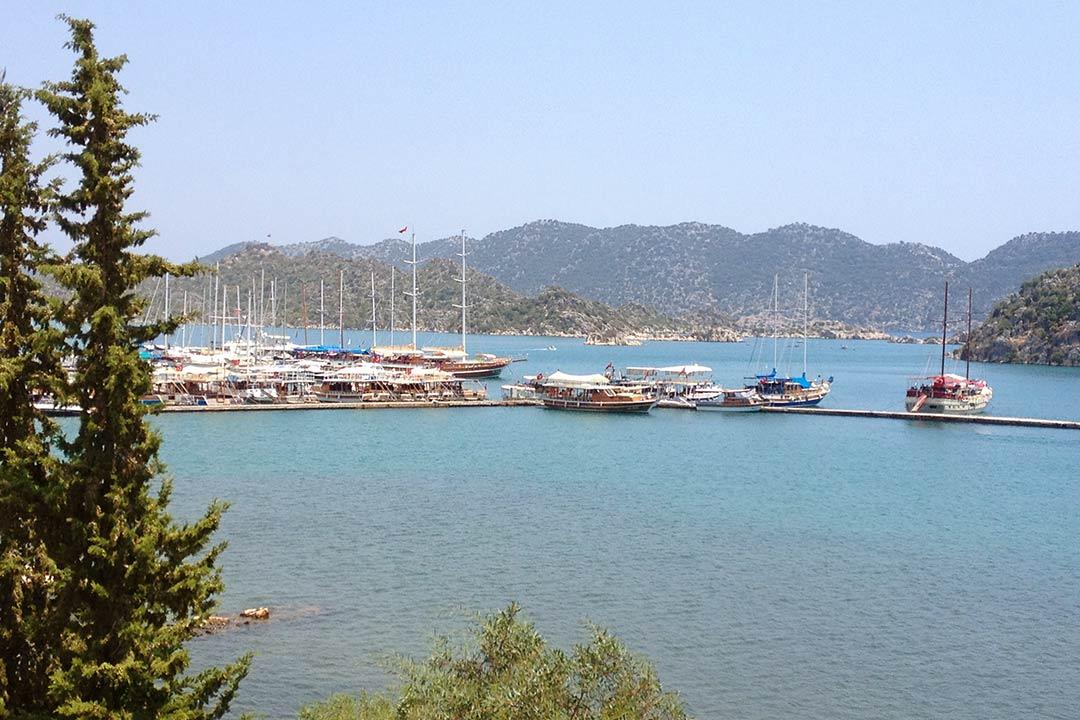 Baba Veli Pansiyon'dan liman manzarası Üçağız