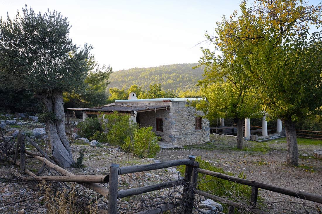 Pedasa antik kentinde mal sahibinin kazı evi olarak da kullanılan taş evi.