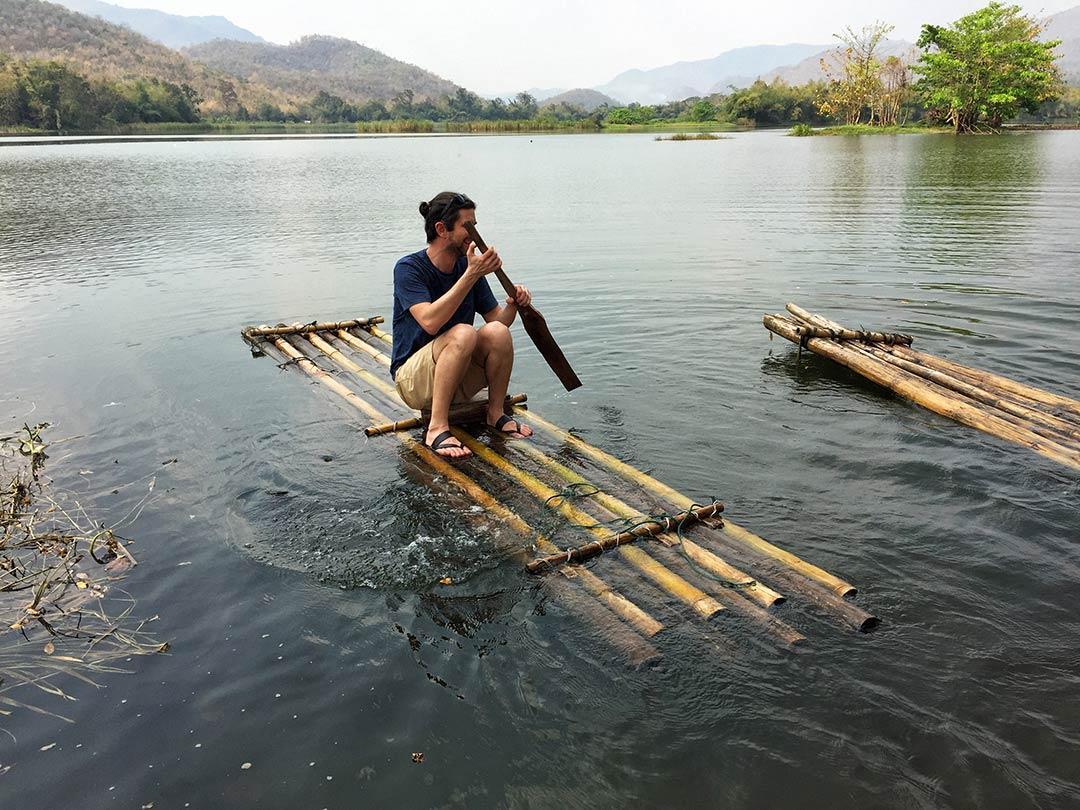 Bambu sala binme çalışmalarım Kwai nehri