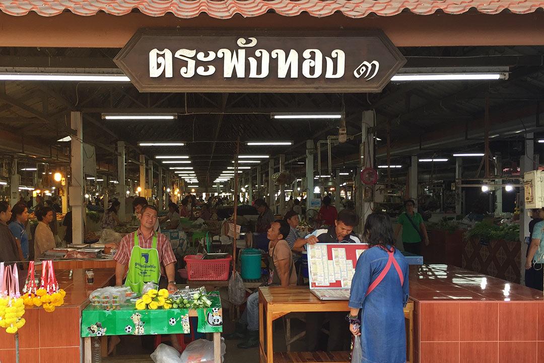 Wat Traphang Thong Market